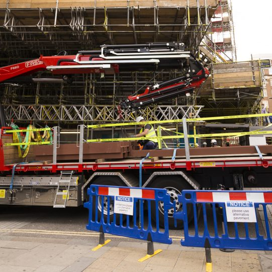 Lorry Mounted HIAB Crane Hire | 45/90ft | East London